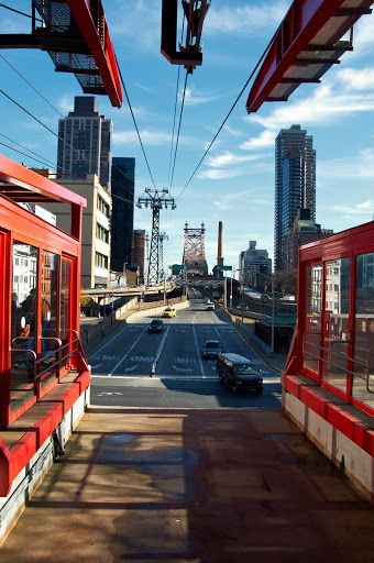 Roosevelt Island Tramway. New York. Photo by Andy New.