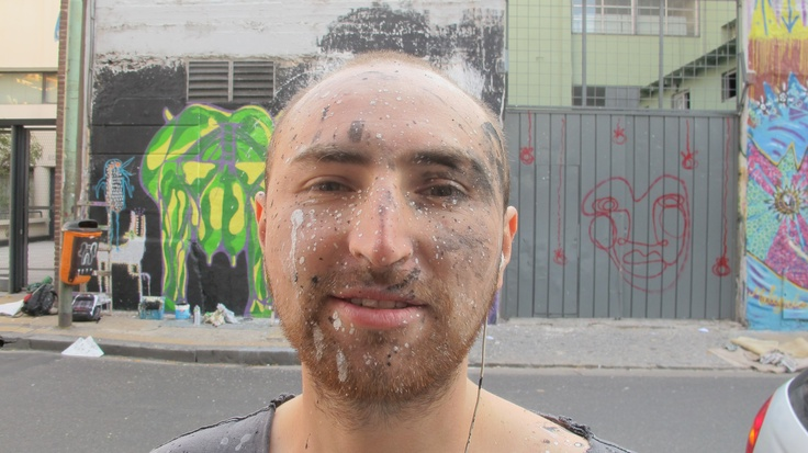 Street artist, can we say he´s got art all over his face?