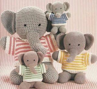 Familia de elefantes con jersey