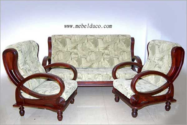 Sofa Tamu Minimalus Klasik   http://www.mebelduco.com/kursi-tamu-minimalis-kayu-mahoni-desain-klasik-d-211/
