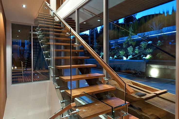 Specialized in the contruction, Manufacture and Design of all bespoke work, Doors, Gates, Stairs, Windows, Grills, Canopy, Gazebo, Metal structures, Glass, Wood and Marmol. Aluminum, Stainless Steel, Bronze, Iron, Steel, Wood Marble & Glass. All types of repairs both at home and factory or our facilities.
