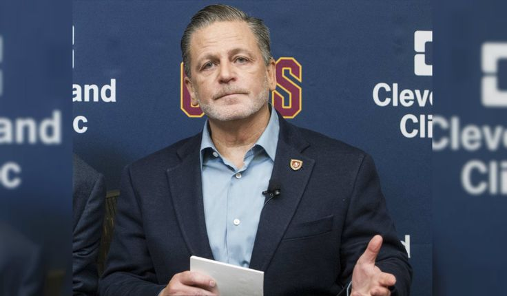 Cavs owner gets 'vile' voicemails after LeBron's 'bum' tweet | WBNS-10TV Columbus, Ohio | Columbus News, Weather & Sports