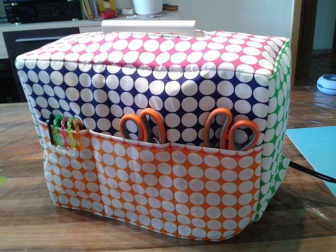 Wattierte Nähmaschinenhaube mit abgenähten Außentaschen. Genäht nach einer wunderbaren,auch für Anfänger geeigneten Anleitung! Hat nich...