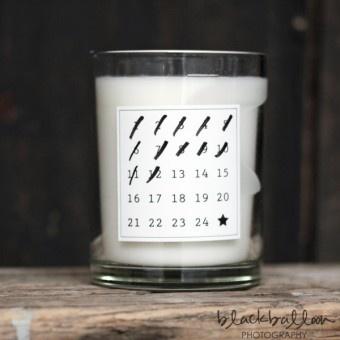 on adore cette idée de calendrier de l'avent avec une bougie et une simple étiquette ! the advent candle