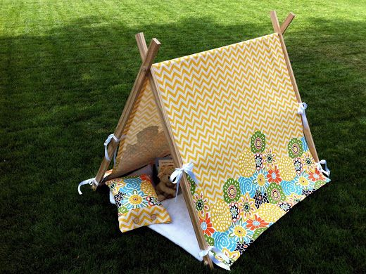 Just Another Hang Up: Child's Play Tent Tutorial...Planning to make this with burlap for bluebonnet pictures this year