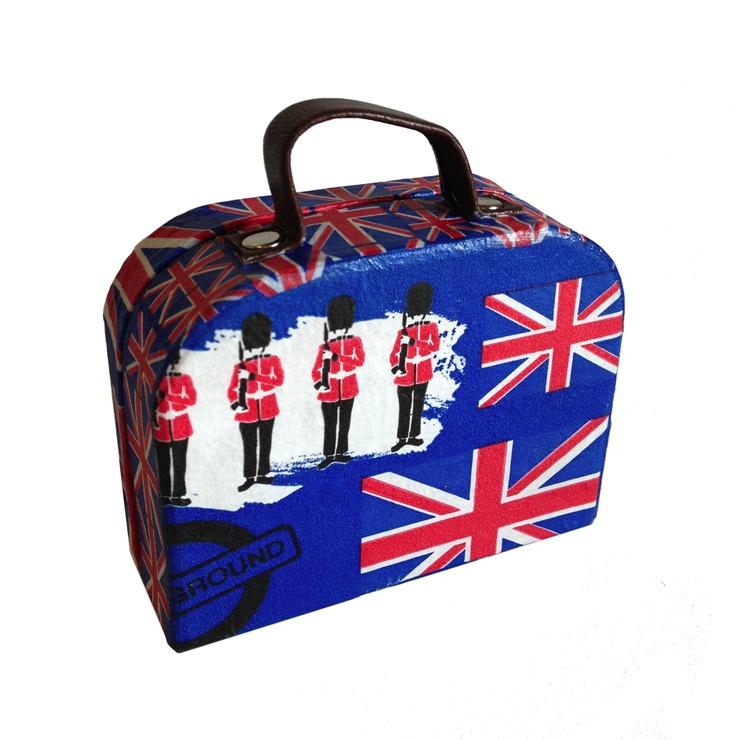 Decopatch Suitcase!!! :D