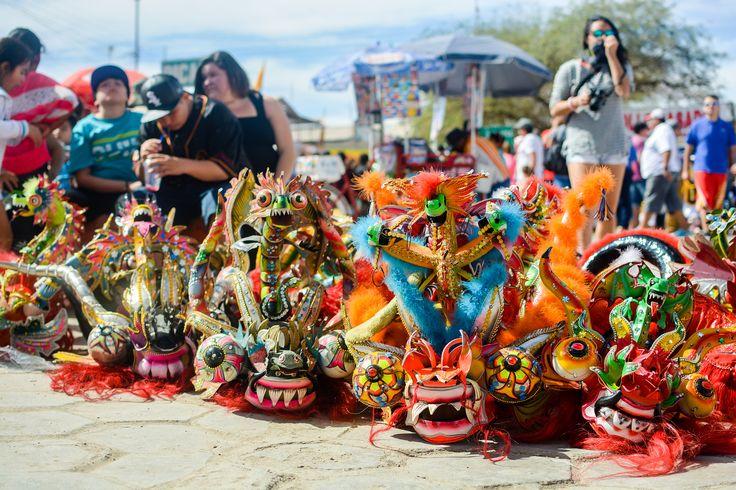 Cada 16 de julio, cientos de personas se reunen para danzar a la virgen del carmen de la tirana, en el norte de Chile