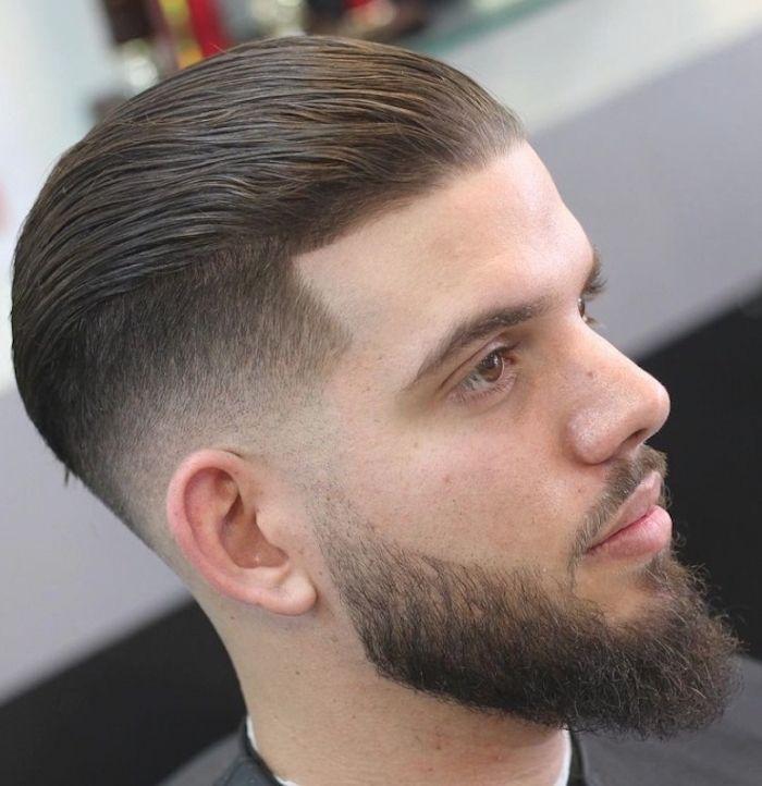 coiffure en arriere homme dégradé barbe longue bien taillée