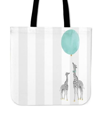 Giraffe - Tote Bag. You are as pretty as a very pretty giraffe. Don´t miss the chance to wear this beautiful bag and let the giraffe remind you always to stand tall!
