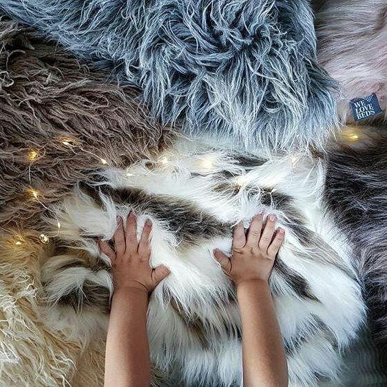 Finally, our new products are already available/ Nareszcie nasze produkty są już w sprzedaży. Słodziaki, prawda?  @janki.home  #new #insale #fur #cushion #pillows #design #kids #pink #grey #brown #fluffy #warm #cozy #madeinpoland #madeinlove #warszawa #poznań #produktpolski #poduszkiozdobne #poduszkidekoracyjne #welobebeds #futro #futerko
