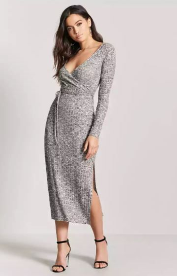 df256307d983d0 Meliertes langes Kleid mit Ausschnitt in Wickeloptik