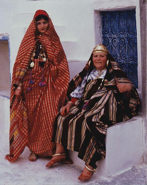 Tunisia dressing: Friedman Djerba, Tunisia People, Djerba Tunisia, Smile Woman, Tunisian Women, Tunisian Dresses, Jewish Women Africa, Tunisia Dresses, 1997 Tunisia Djerba Photo