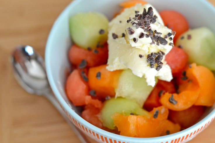 Snack idea. Melon ball sundae with cacao nibs. 144 kcal. Month 6 - week 2.