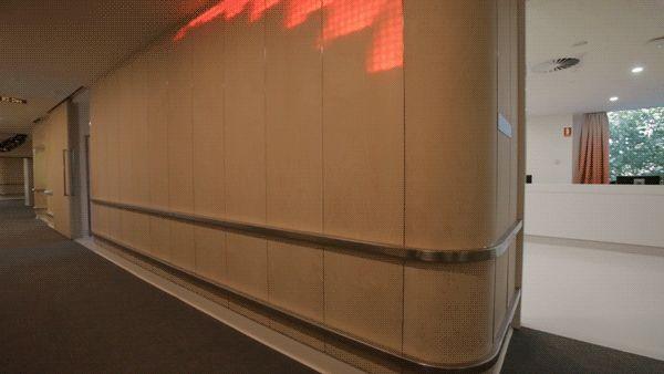 Madera translúcida e instalación de luz ilumina un Hospital de Niños en Australia