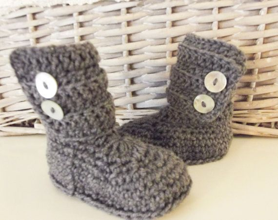 Baby booties-Crochet baby ankle boots-Ugg by LaBottegaDiViviana