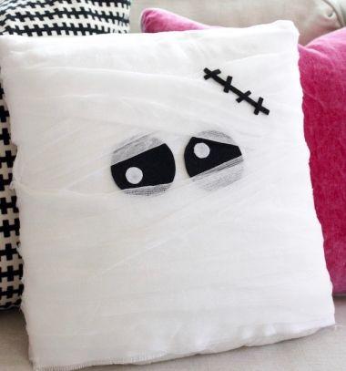 Múmia párnák gézzel egyszerűen - Halloween dekoráció / Mindy -  kreatív ötletek és dekorációk minden napra