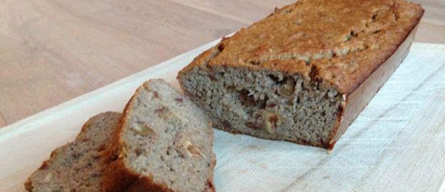 en. Bak ongeveer 45-50 minuten. Kijkaf of je bananenbrood gaar isdoor een satéprikker in je brood te prikken. Komt deze er schoon uit? Dan...