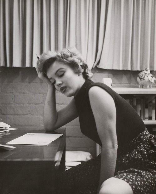 232 Best Marilyn Monroe ♥ Reading Images On Pinterest
