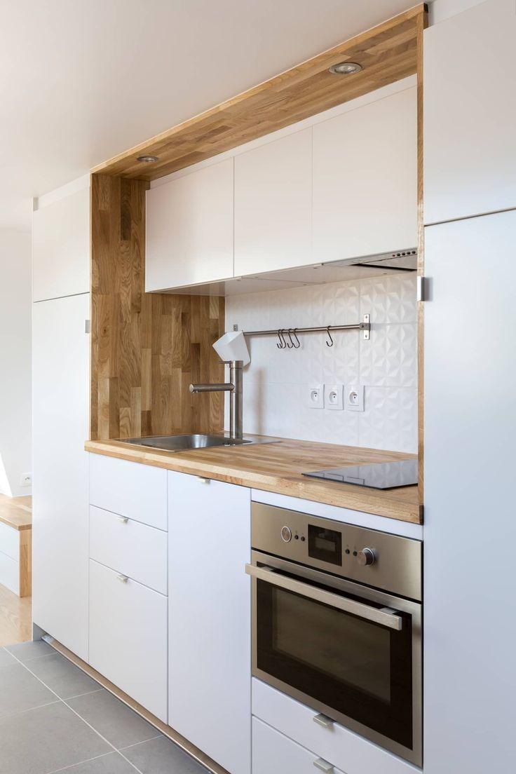 Rénovation d'un appartement sous les combles: cuisine de style par mon concept habitation