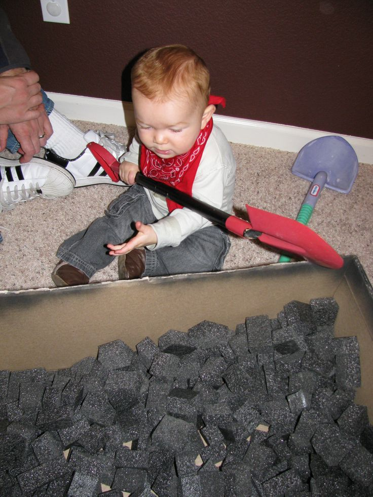 Shovel coal in polar express