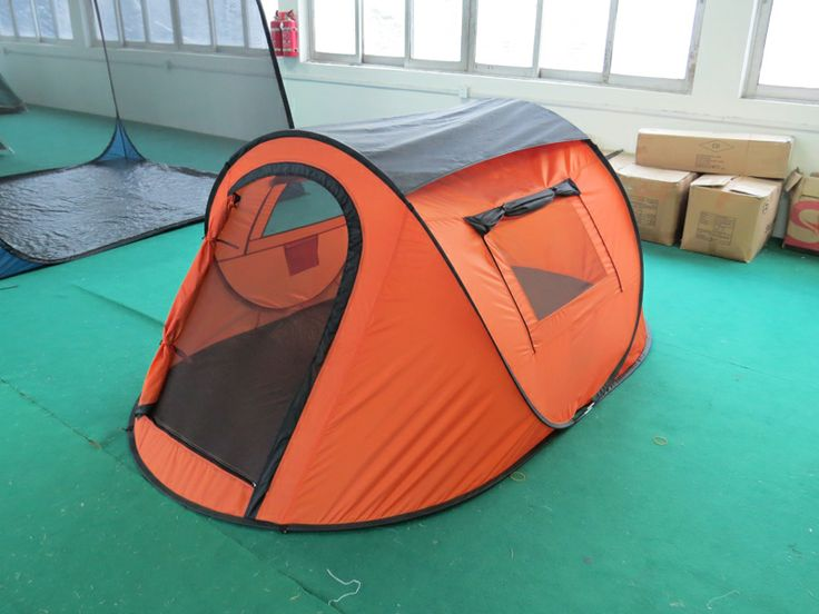 2 person single layer pop up tent with 2 side windows and 1 back vent.