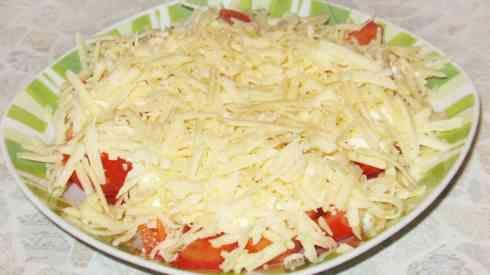 Два зубчика майонез 100 гр твёрдый сыр отваренное вкрутую яйцо