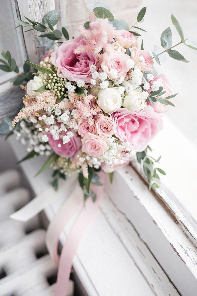 33 Awesome Wedding Flower Decoration Ideas - WeddingInclude Wedding flower decorations, Wedding flower arrangements, Wedding flower guide