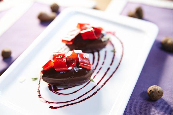 Как сделать ганаш   Ганаш – это шоколадная начинка для конфет и  пирожных , шоколадный крем и шоколадная глазурь . Ганаш бывает очень...