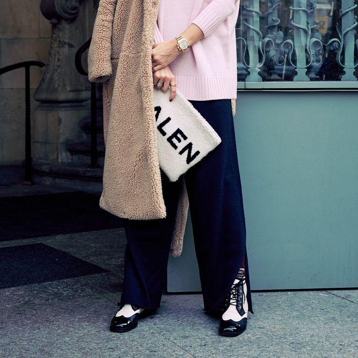 Comfy und schick zugleich, dolle Farben und nicht von der Stange. Top Look für viele Gelegenheiten  @lodenfrey #cashmerecombo @hm #coat @balenciaga #bag @chanelofficial #shoes