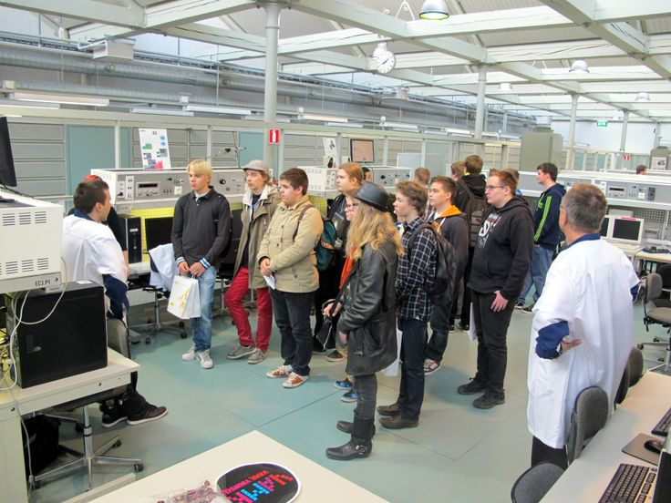 High school students visit Information Technology -laboratory at Technobothnia.