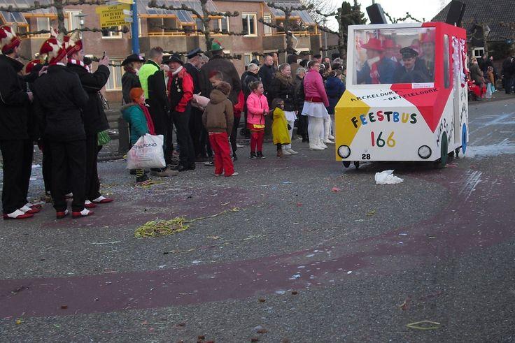 Bus tussen Malse Arckeldurp en Oeteldonk, met als bestuurder Zoete Lieve Gerritje.