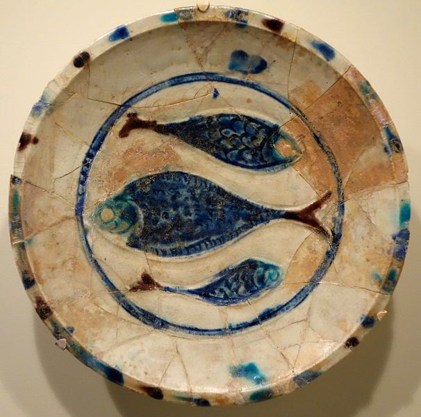 File:Plate with three fish, Lakabi ware, Iran or Syria, Seljuk or Ayyubid period, late 12th or early 13th century, earthenware with carved decoration and blue, brown, and white glazes - Cincinnati Art Museum - DSC03990.JPG