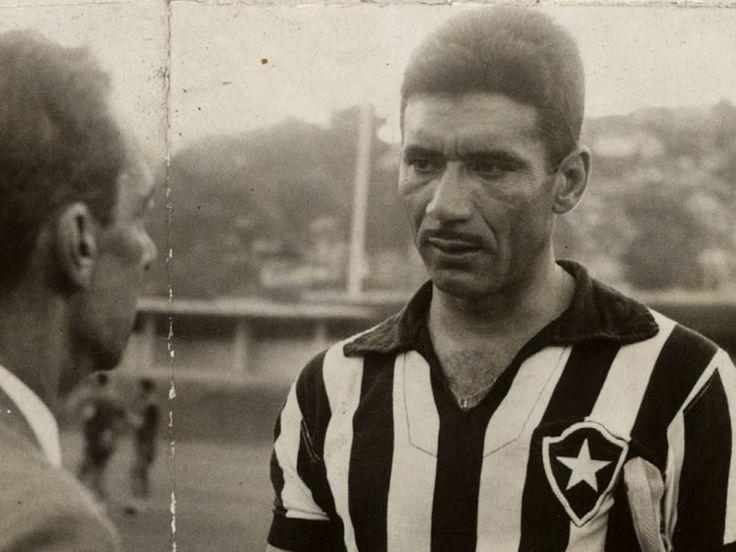 """70 curtidas, 1 comentários - Loja Botafogo Oficial (@lojabotafogooficial) no Instagram: """"Exemplo de FIDELIDADE e AMOR pelo Botafogo. Única camisa de clube que vestiu durante toda a sua…"""""""