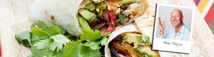 Voor een lekker bonte barbecue heb je niet altijd vlees nodig. René maakt feestelijke vegetarische burrito's gevuld met gegrilde groenten, avocado, kaas en