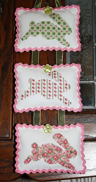 3 bunnies (JBW Designs)- from the BunnyCollection - great finishing,