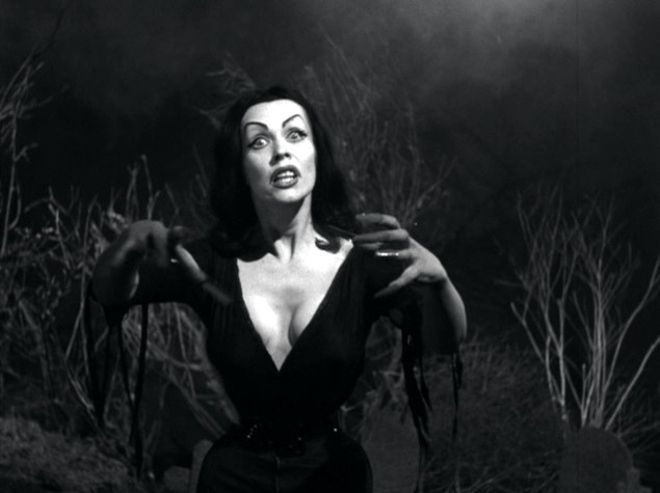Plan 9 from Outer Space - Maila Nurmi #Vampira