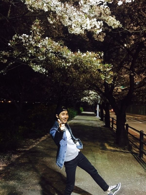 Junmyeon ssi.. love your natural pose than picturial.. sarange EXO-E :-*