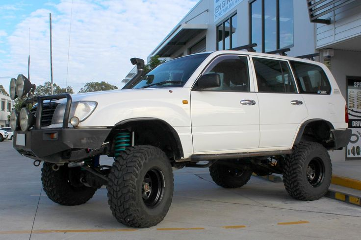 "Toyota Landcruiser 105 Series Wagon #OnTheHoist @ Superior Engineering 6"" Remote Reservoir #Superflex #LiftKit https://goo.gl/sFHtfP Call (07) 5433 1411"