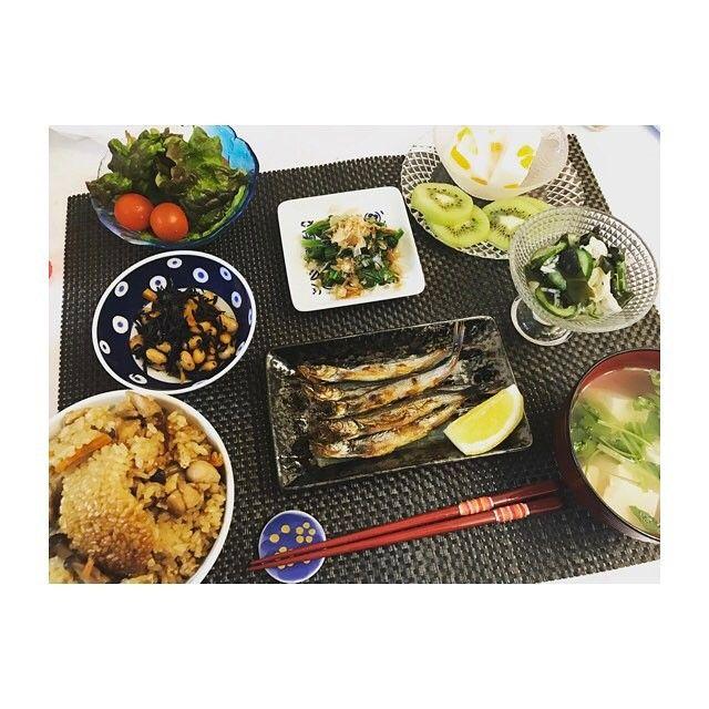 いつかのごはん🍚 ・ #ごぼうととり肉の炊き込みご飯 #子持ちししゃも #ひじきと大豆煮 #三つ葉のお吸い物 #わかめと切り干し大根の酢の物 #ほうれん草お浸し #🥝#牛乳寒天🍊 #おうちごはん#夜ご飯#和食#健康#野菜#肉#魚#手作りごはん#料理#自炊#四月#dinner#japanesefood#fish#food#cooking#food#happy#April