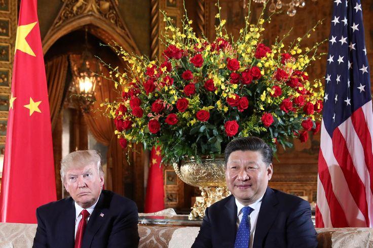 마라라고에서 만난 미국 ·중국 정상회담 #US #America #미국 #DonaldTrump #President #중국 #China #XiJinping #마라라고 #MaraLago  U.S. President Donald Trump welcomes Chinese President Xi Jinping at Mar-a-Lago state in Palm Beach, Florida, U.S (photo) 도널드 트럼프 미국 대통령(왼쪽에서 세번째) 부부와 시진핑 중국 국가주석(트럼프 오른쪽) 부부가 6일(현지시간) 플로리다 주 마라라고 리조트에서 만찬을 하기에 앞서 응접실에 앉아 포즈를 취했다.(AP=연합뉴스) April 6, 2017.  REUTERS/Carlos Barria No Big Macs Trump once said he'd serve burgers for a meeting with China's leader By AFP AND AGENCIES APRIL 7, 2017…