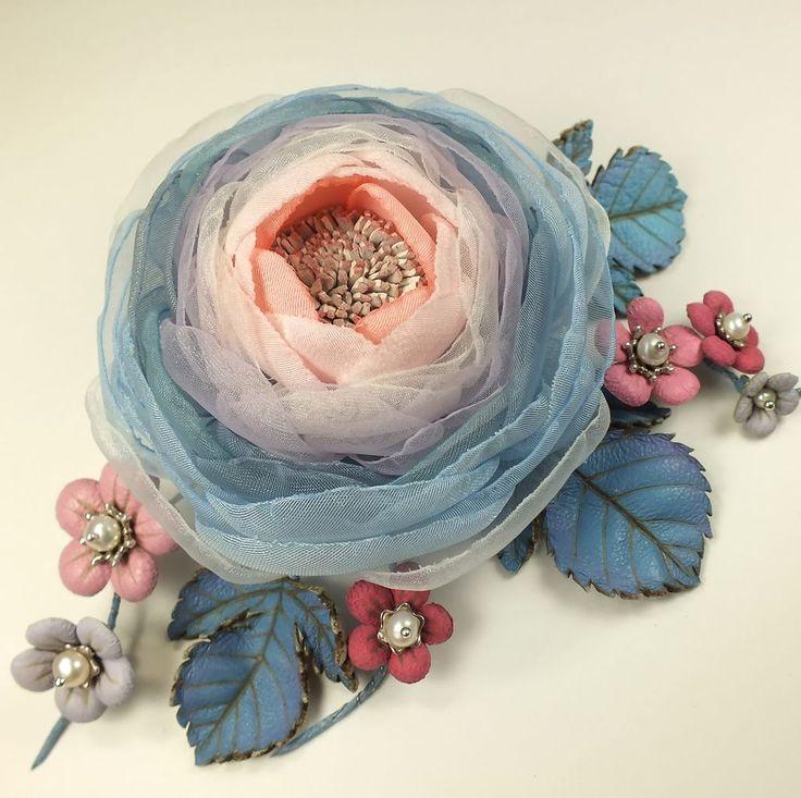 Купить Долина Облачной Розы. Брошь с цветами из ткани и натуральной кожи - светло-зеленый, цветок