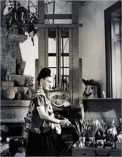 Frida tuvo varios amoríos con diversas personalidades, entre ellos: León Trotsky, la actriz mexicana Dolores del Río, Paulette Goddard y la artista Georgia O´Keeffe. —