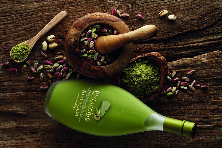 Bottega lancia la nuova crema al pistacchio. Ottimo afterdinner,non solo dopo i pasti, o in qualsiasi momento della giornata o sopra un gelato.