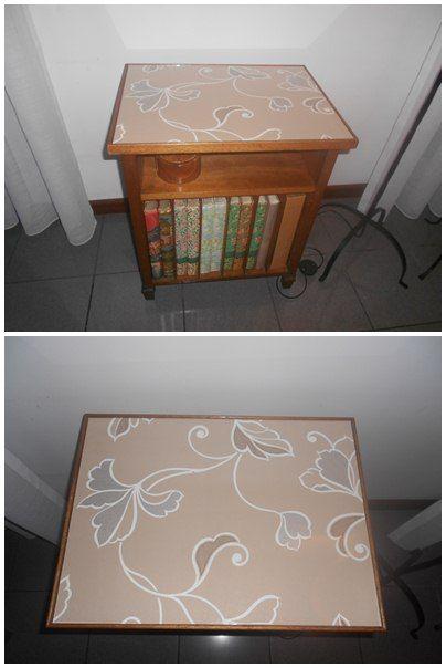 Móvel de madeira forrado a papel