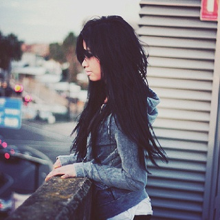 Long black hair: Hairstyles, Dark Hair, Long Dark, Long Black Hair, Cities Chic, Makeup, Beautiful Hair, Hair Color, Edgy Long Haircuts