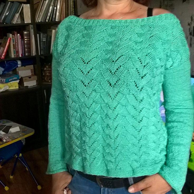 Мятный свитер