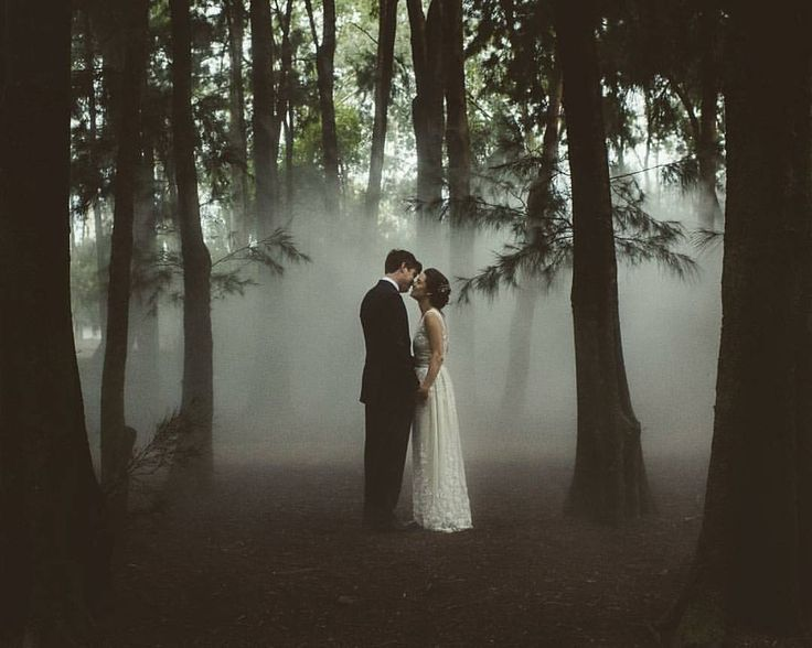 One stunning yet dramatic pre-wedding shoot inspiration coming your way! Totally head over heels in love with the incorporation of fogs that looks like smoke accents, creating a mysterious yet romantic factor that is surely to-die-for! On top of that, we also love how the shot was taken in an open forest, making this photograph is even more remarkable. Who wants to have shot like this? Tag your loved one right away and find out what they think! Image via @allgrownupweddings