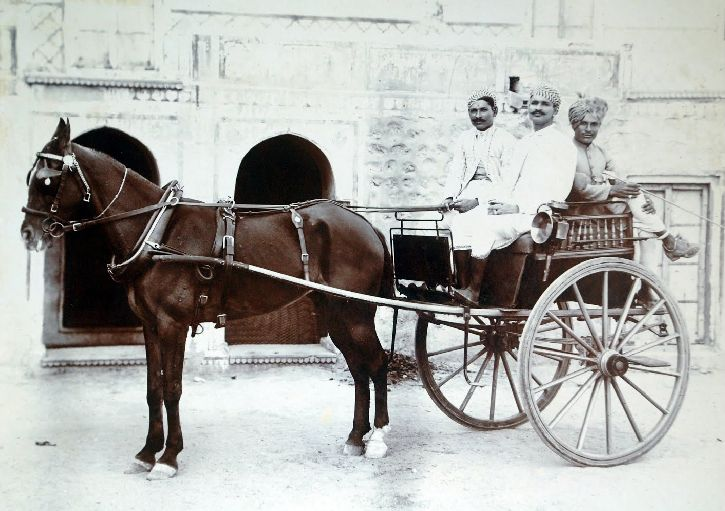 Here's a Black and white #photograph of an Indian Ekka #bus #horse #carriage. They were commonly used as cabs or private vehicles in 19th Century in India.  #incredibleindia #ancient