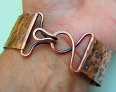 Jewelry Finding: Great wire clasp for a cuff, bag, necklace, maybe a belt. From making-jewelry-no....