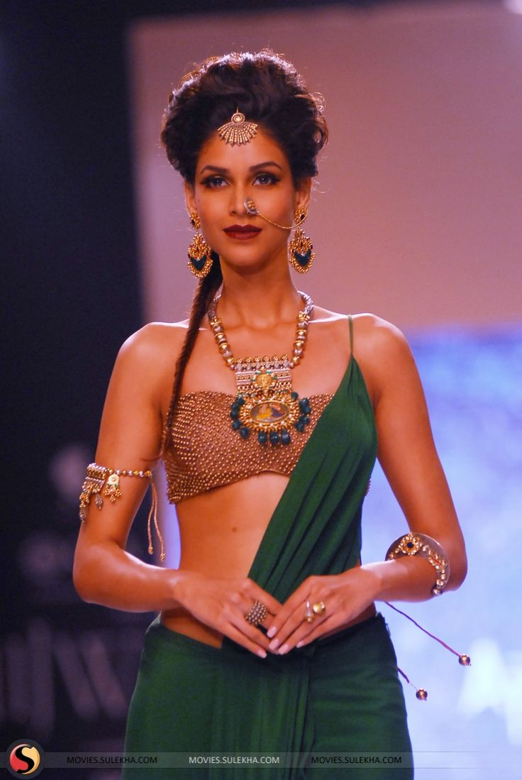 Sumit Sawhney's Divine Apala Jewellery Collection Show at IIJW 2013 Stills